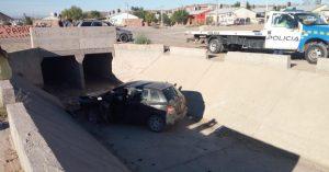 Violencia de género: Una mujer cayó con el auto dentro de un canal en el Z1