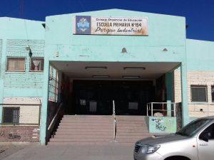 Niños intoxicados y plaga de cucarachas en una escuela neuquina