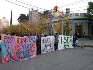 Estudiantes de los IFD iniciaron el acampe de 72 horas en Casa de Gobierno
