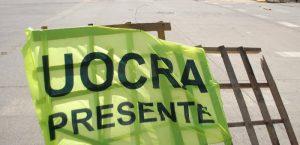 Trabajadores de la UOCRA cortan dos accesos en Neuquén y uno en Plaza Huincul