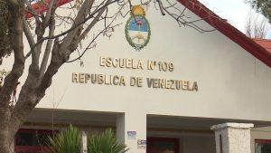 Dos escuelas están sin clases en Centenario