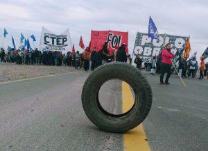 Organizaciones sociales cortan los accesos a Neuquén