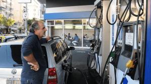Fuertes críticas al proyecto para el autoservicio en la carga de combustible