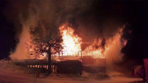 El incendio consumió la confitería del Cerro Chapelco