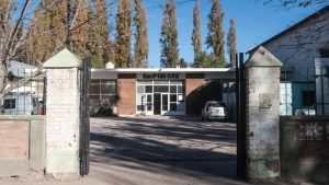 Tras el violento desalojo: Continúan suspendidas las clases en la escuela 136 de Confluencia