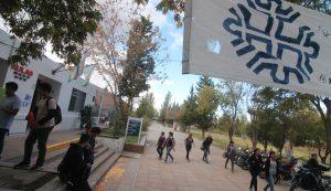Universidad del Comahue: Subirán la nota mínima a 6 para aprobar los exámenes