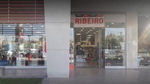 Protestaron ante las puertas del local de Mini Cuotas Ribeiro por el atraso de sueldos