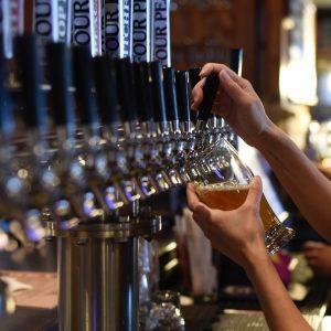 Volvieron a abrir los bares en Neuquén