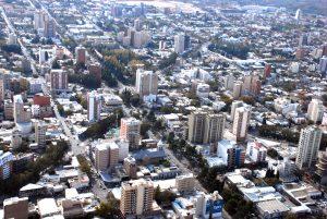 Distanciamiento social: Aumentan la frecuencia de los colectivos y cobro de estacionamiento en la capital