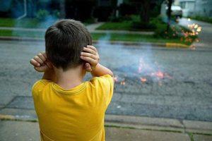 Pirotecnia Cero: La Asociación Lazos Azules impulsa la campaña «Más luces, menos ruido»