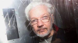 Niegan la extradición de Assange