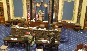 EE. UU.: Descomposición del régimen político y social